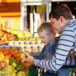 Familie auf dem Markt
