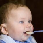 Kind beim essen | © panthermedia.net / Manuel Schauer