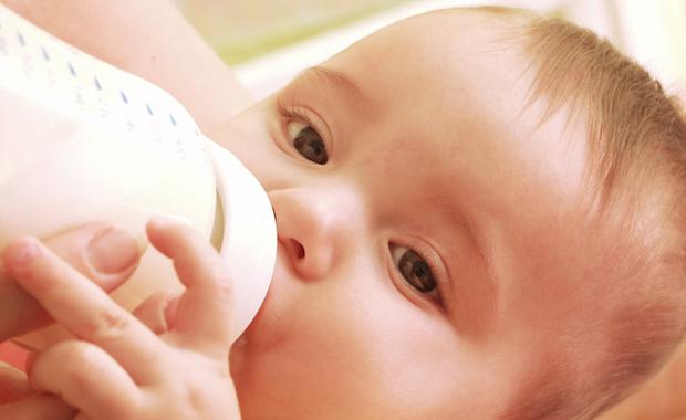 Babynahrung Wasser | © panthermedia.net / gosphotodesign