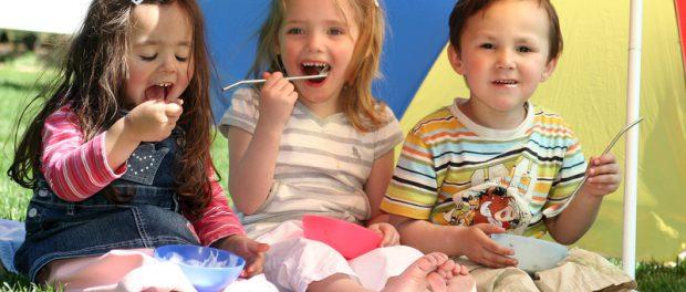 Spass beim Eis essen   © panthermedia.net /Juergen Wahl