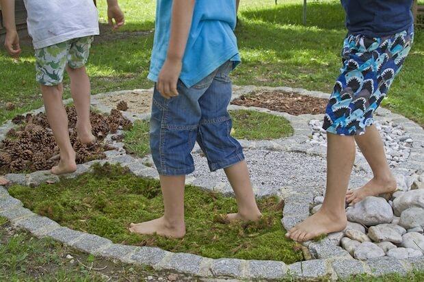 Gleichgewicht durch verschiedene Böden   © panthermedia.net / Christa Eder