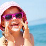 Kind im Urlaub | © panthermedia.net /yanlev
