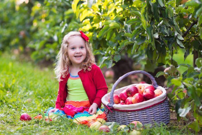 Kinder im Garten | © panthermedia.net /FamVeldman