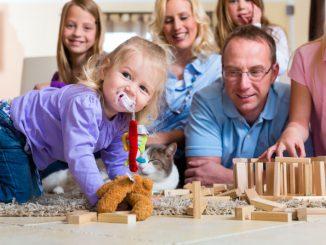 Kind spielt mit Spielzeug | © panthermedia.net /Arne Trautmann