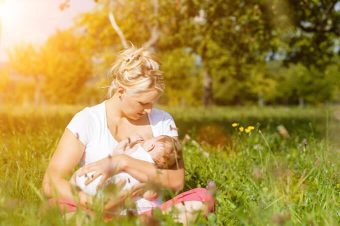 Kind wird gestillt | © panthermedia.net /Arne Trautmann