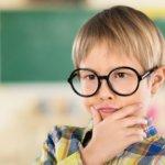 Kleines Kind mit Brille | © panthermedia.net /billiondigital