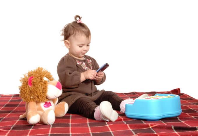 Mädchen beim Spielen | © panthermedia.net /Horst Petzold