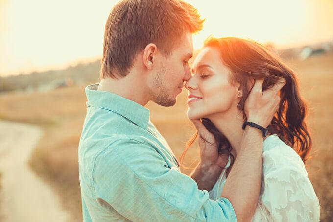 Mann und Frau lieben sich | © PantherMedia / helenaak14